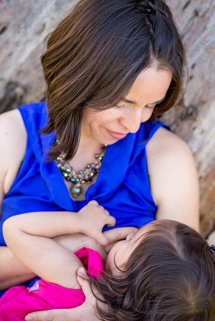 Ipagdiwang ang Pambansang Breastfeeding Month sa aming August # First5Chat sa Twitter