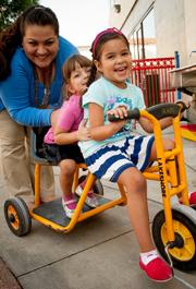 儿童发展101 –妈妈的注意事项:不要在玩耍时将鼠标悬停在孩子身上