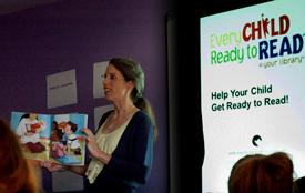 Las mamás adolescentes aprenden a preparar a sus hijos para leer