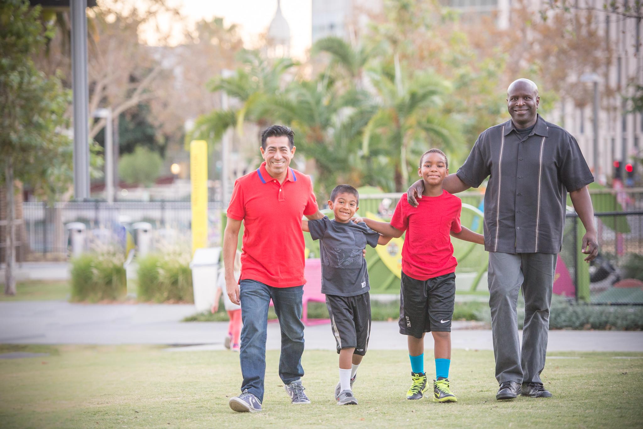 LBGTQ + 학부모 지원 : 자료 및 학부모 이야기